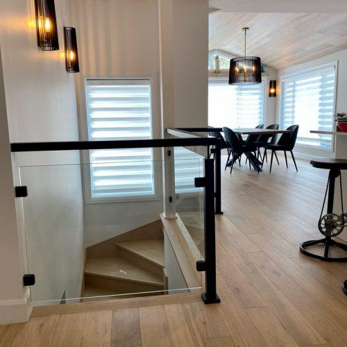installation-rampe-verre-bois-franc-exo-concept